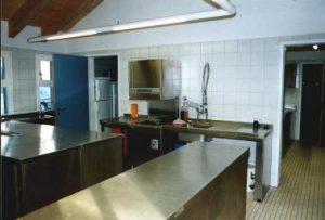 Küche Ausgabetheke und Spülbereich