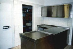 Küche Getränkeausgabe mit Kühlraum