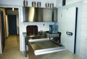 Küche Getränkeausgabe mit Glasspülmaschine